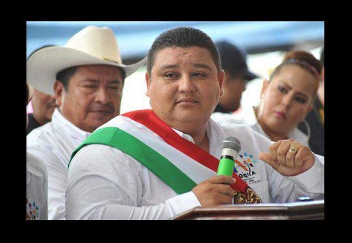El alcalde de Aquila, José Luis Arteaga Olivares, fue atacado cuando se retiraba de Cachán después de haber encabezado una reunión de trabajo. (quadratin.com.mx)