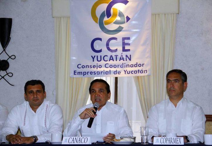 José Manuel López, nuevo dirigente del CCE, durante una rueda de prensa. (Juan Albornoz/SIPSE)
