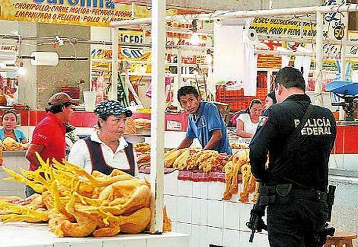 Federales vigilan el mercado local de Baltazar Leyva Mancilla. (Milenio)