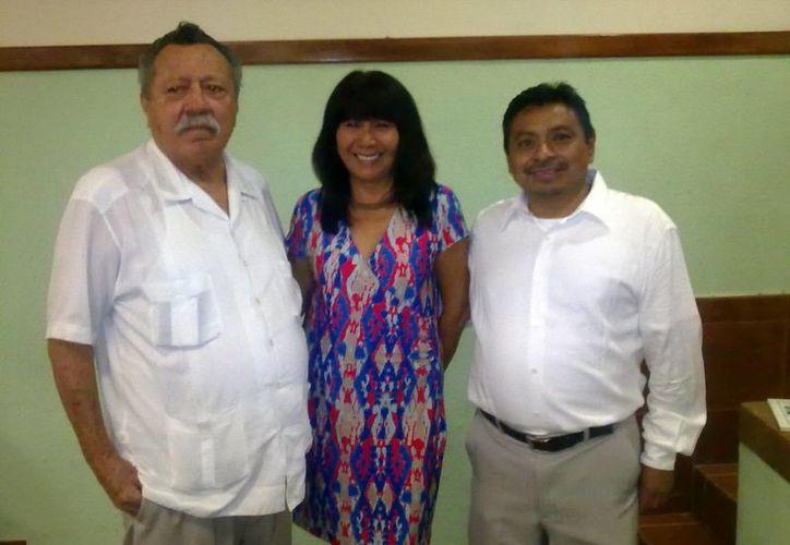 Rafael Osorio, María Andrade y Filiberto Ku presentaron el proyecto de la Universidad Maya. (SIPSE)