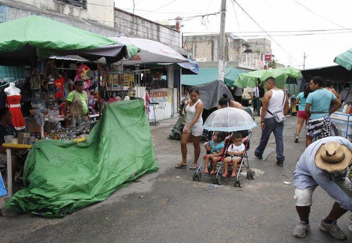 La mayoría de estos vendedores se han quedado en los diferentes tianguis de la ciudad. (Tomás Álvarez/SIPSE)