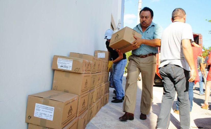 Ayer llegaron a las instalaciones del INE en Playa del Carmen 60 cajas con material de capacitación para las elecciones del 7 de junio. (Octavio Martínez/SIPSE)