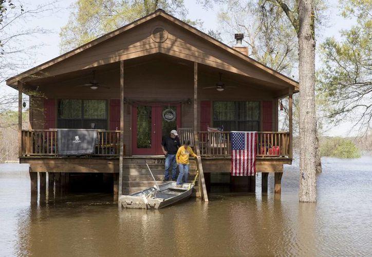 La advertencia por inundaciones sigue vigente debido a la crecida de varios ríos en el sur del país. (AP)