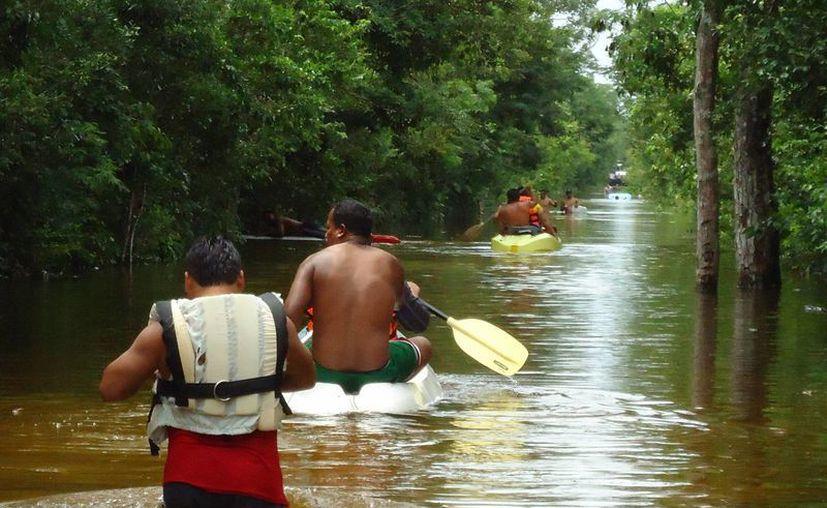 El rescate de los habitantes de las comunidades afectadas. (Rossy López/SIPSE)