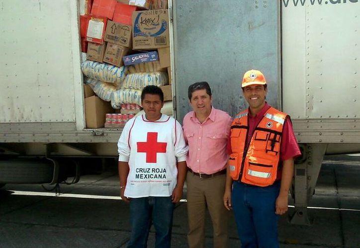 Autoridades de BCS reciben de los yucatecos 78 toneladas de víveres para los afectados del huracán Odile. (Milenio Novedades)