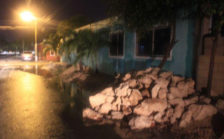 Las condiciones del clima no permitieron que ayer avanzaran en la pavimentación de la zona. (Jesús Tijerina/ SIPSE)
