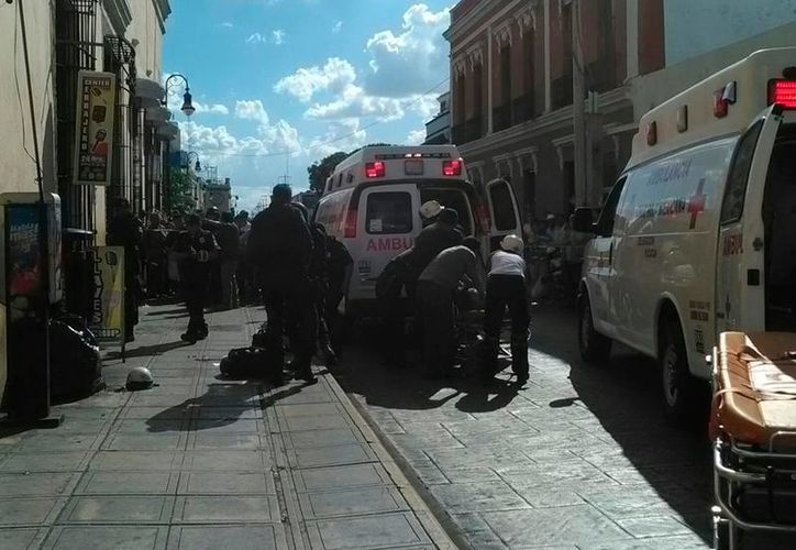 Un hombre fue acuchillado en pleno Centro Histórico de Mérida por otros dos, quienes se presume pertenecen a un grupo 'enemigo' de venta de discos 'pirata'. (Luis Fuente/SIPSE)