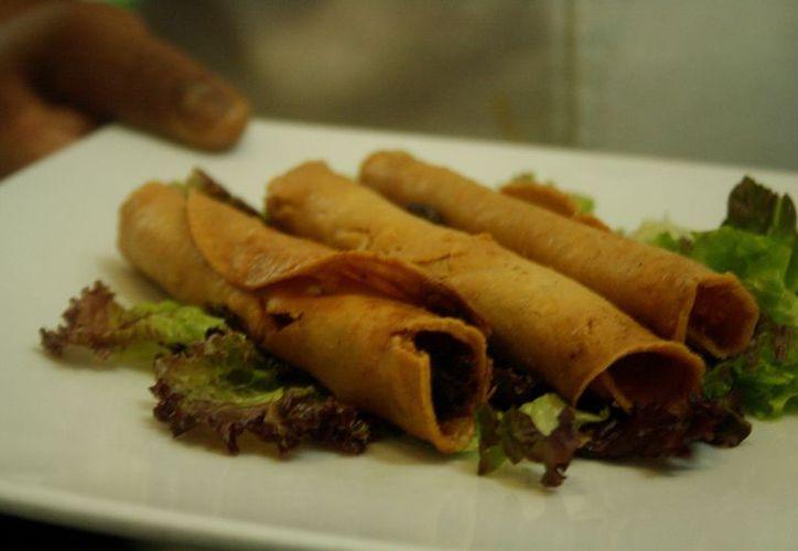 La Canirac en Quintana Roo prepara la conformación de un recetario de platillos emblemáticos. (Octavio Martínez/SIPSE).