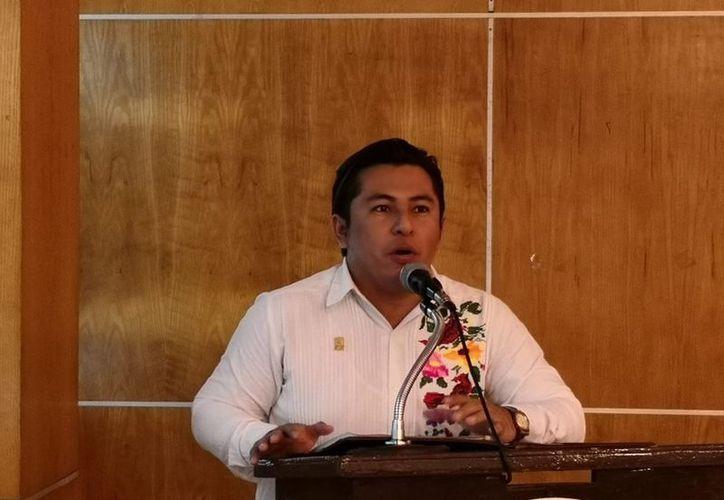El exdirigene de Morena en Campeche, Carlos Ucán Yam citó como ejemplo de tenacidad a El Chapo Guzmán durante una conferencia dirigida a jóvenes. (Reporte Índigo)