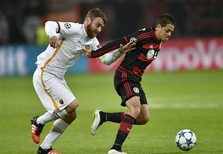 Javier Hernández es el cuarto en la tabla de goleo en Alemania con 13 anotaciones con el Bayer Leverkusen. (Archivo EFE)