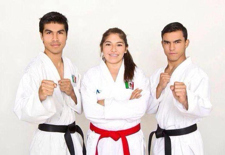 Los karatecas Andrés Quintal Angulo, Guadalupe Quintal Catzín y Daniel Vargas Flores. (Milenio Novedades)