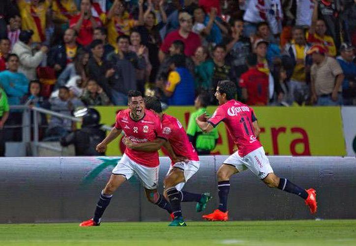 Morelia busca aferrarse a la salvación y aprovechó la localía para vencer 2-1 a Necaxa, un rival directo en este 'incómodo' tema. (Liga MX)