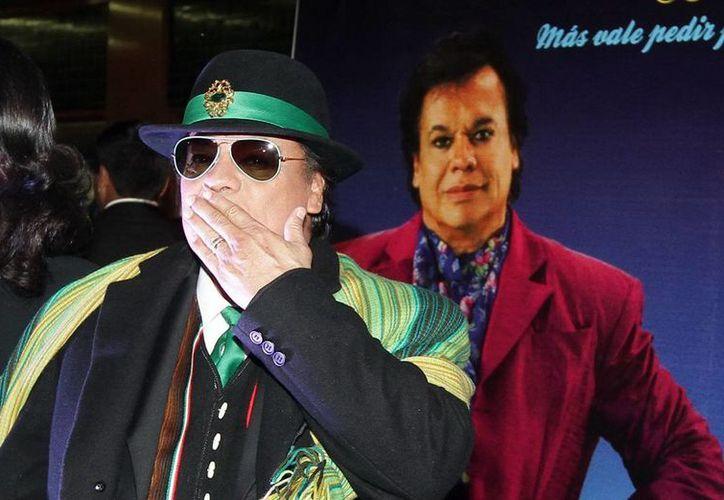 """""""Mis 40 en Bellas Artes"""", grabado en el emblemático Palacio, contiene la historia musical de Juan Gabriel, acompañado de una producción conformada por mariachi, orquesta y coros. (Archivo Notimex)"""