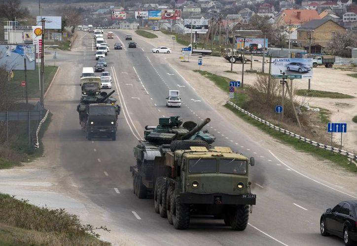 Limitaciones económicas impiden que Rusia aumente sus gastos militares a un paso más acelerado que el planeado, pese a la actual crisis en Ucrania. (AP)