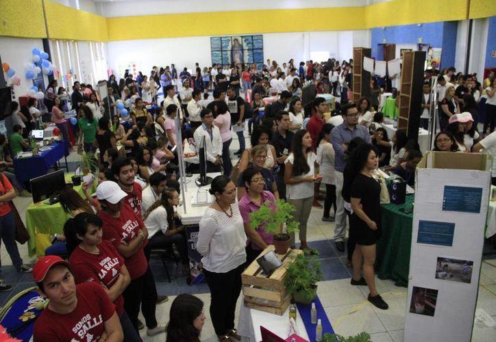 Se realizó la Expo Emprendedor en el auditorio de La Salle. (Tomás Álvarez/SIPSE)