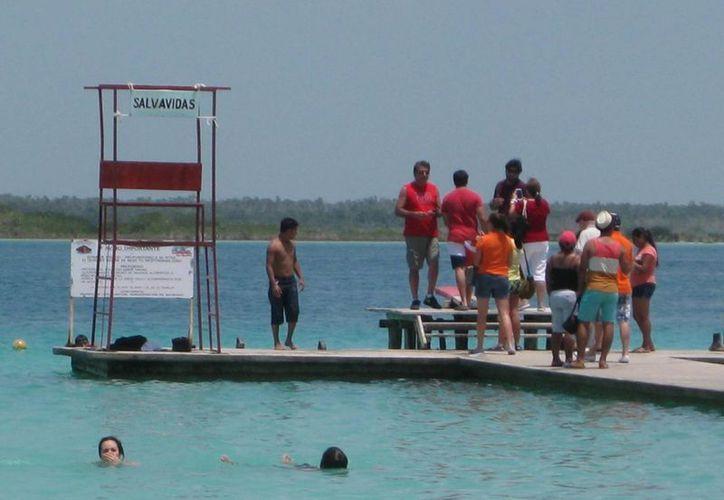 Para garantizar la seguridad de los bañistas, se han instalado puntos de vigilancia en los sitios más concurridos. (Javier Ortiz/SIPSE)