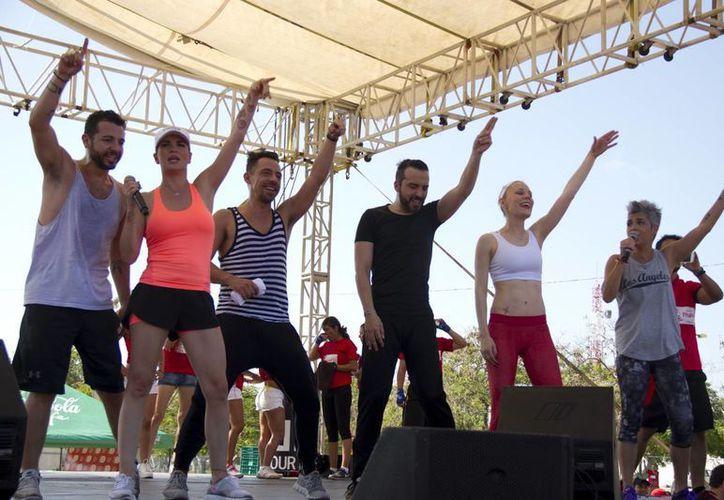 Los seis miembros del grupo mexicano Kabah se reencontraron en un escenario cancunense. (Faride Cetina/SIPSE)
