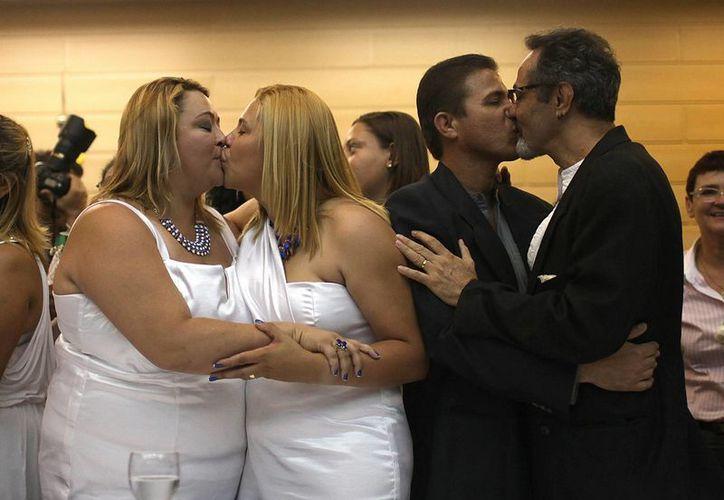 Más de 130 parejas homosexuales participaron en una boda colectiva en la ciudad de Río de Janeiro, Brasil. (EFE)