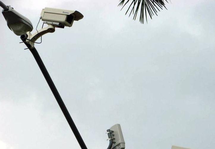La Policía Municipal actualmente cuenta con 25 cámaras de videovigilancia que ayudan a un mejor monitoreo de la ciudad. (Milenio Novedades)