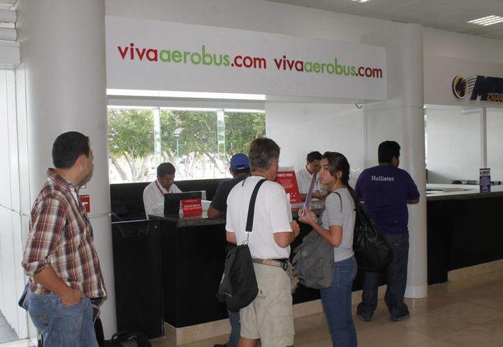 El módulo de VivaAerobus ubicado en el aeropuerto de Cancún permaneció un mes inactivo. (Jesús Tijerina/SIPSE)