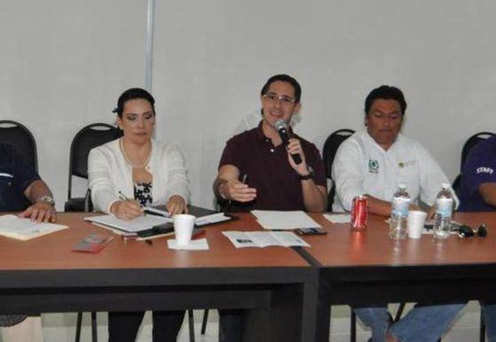 El alcalde Aurelio Joaquín González encabezó la reunión del comité ciudadano de prevención contra el suicidio. (Redacción/SIPSE)