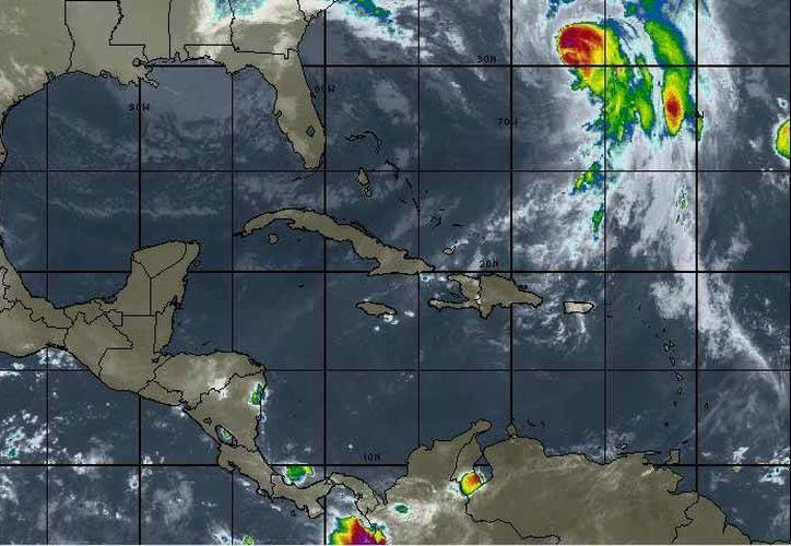 """La Comisión Nacional del Agua (Conagua)  informó que el huracán """"Joaquín"""", ubicado en el océano Atlántico, categoría tres, se debilita. (Intellicast)"""
