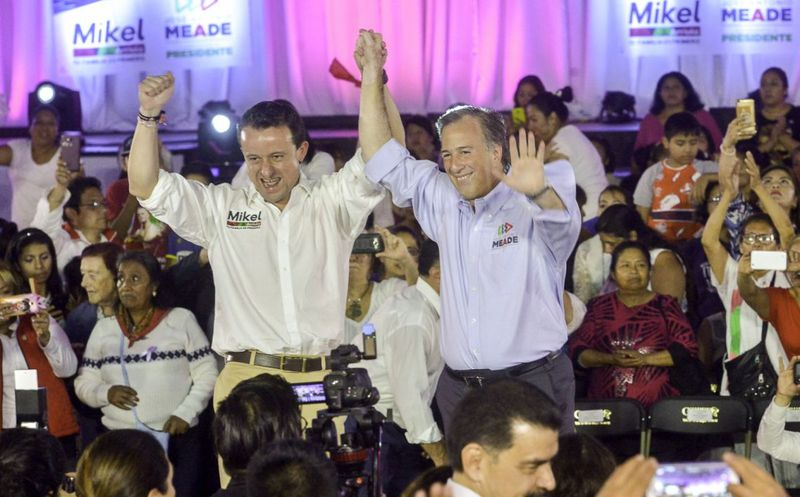 Mikel Arreola y José Antonio Meade en acto de campaña de este lunes, en Ciudad de México. (Foto: El Financiero)