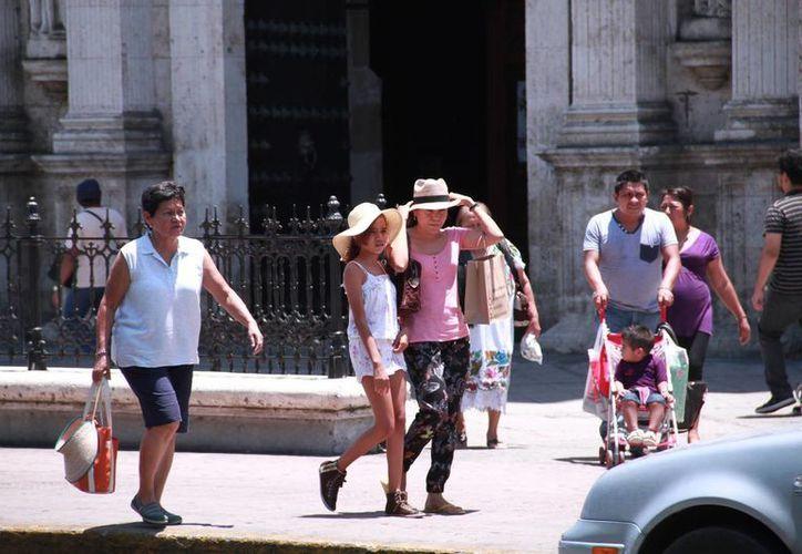 Mientras que la temperatura máxima registrada este martes en Mérida fue de 41.2, para este miércoles la Conagua pronostica valores por encima de los 40 grados para Yucatán. (Jorge Acosta/Milenio Novedades)