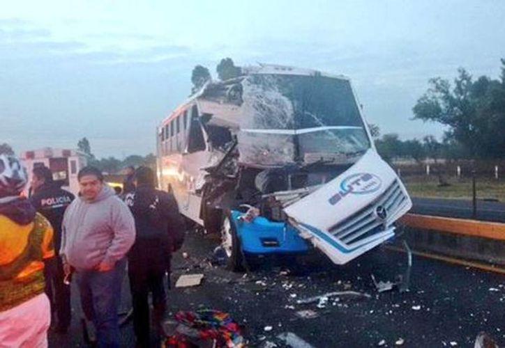 El accidente autopista México-Pachuca dejó como saldo dos personas muertas. (Jorge Becerril/Milenio)