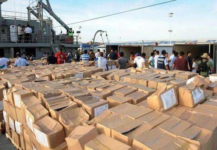 El buque 'Zapoteco' de Semar llevó unas 130 toneladas de víveres para los habitantes de la zona devastada por 'Odile'. (Milenio/Semar)