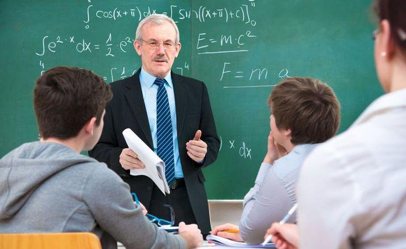 El profesor, debe tener una licenciatura de acuerdo a la plaza solicitada. (La Vanguardia)