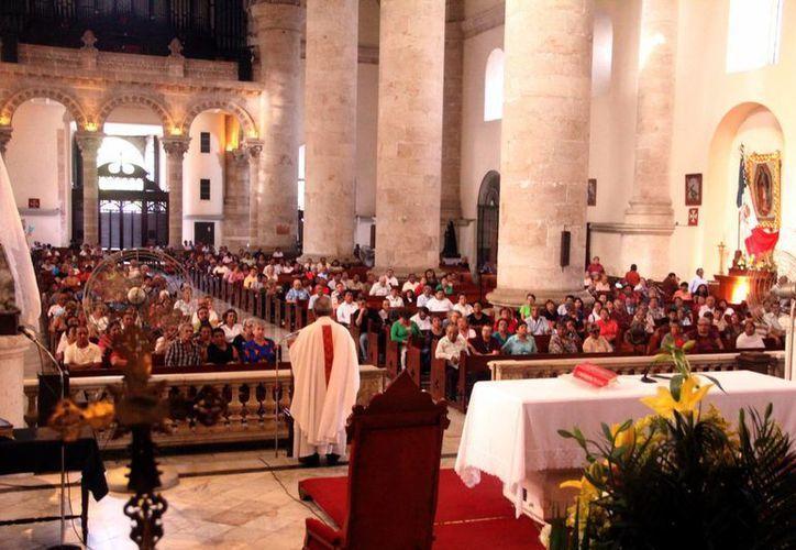Organización de jóvenes católicos ofrece recomendaciones sobre cómo vestirse para ir a la sagrada misa, un encuentro con Jesús. (SIPSE)