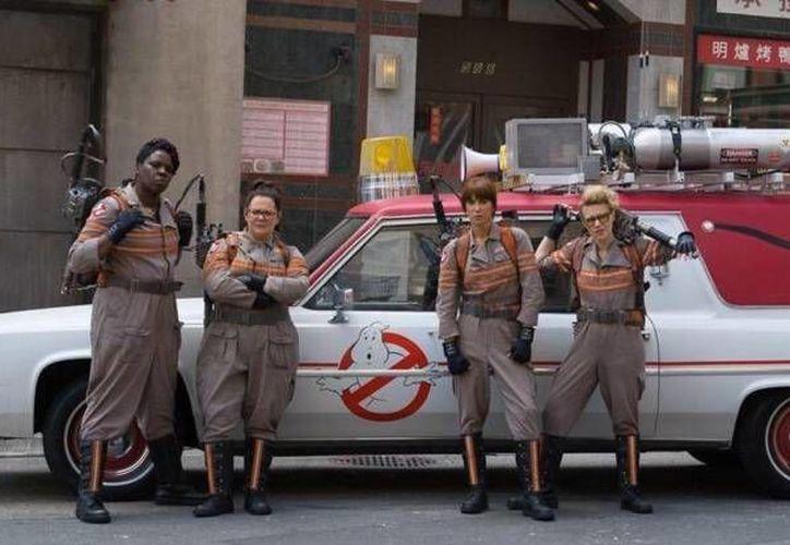 La nueva entrega de 'Ghostbusters' llegará a los cines en julio del 2016 pero esta vez tiene a mujeres como protagonistas. (Twitter: protoncharging)