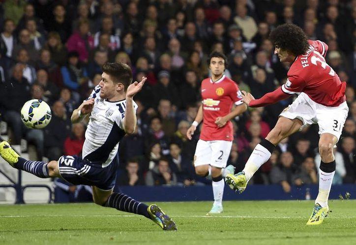 Marouanne Fellaini, quien llegó al Manchester United apenas la temporada pasada, entró de cambio y marcó un gol en partido contra el modesto West Bromwich. (Foto: AP)