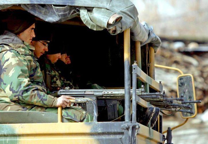 Soldados turcos regresan a sus bases tras efectuar una incursión en la frontera con Irak. (EFE/Archivo)