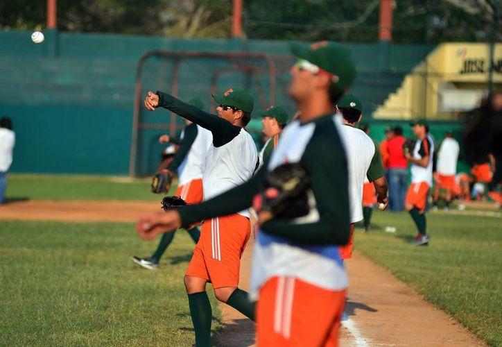 Jugadores de los Leones de Yucatán al realizar su entrenamiento. (Milenio Novedades)