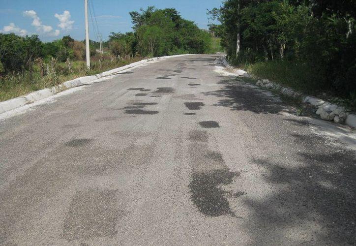 Desde la aplicación del riego de sello, lugareños se percataron de la fragilidad de la obra. (Javier Ortiz/SIPSE)