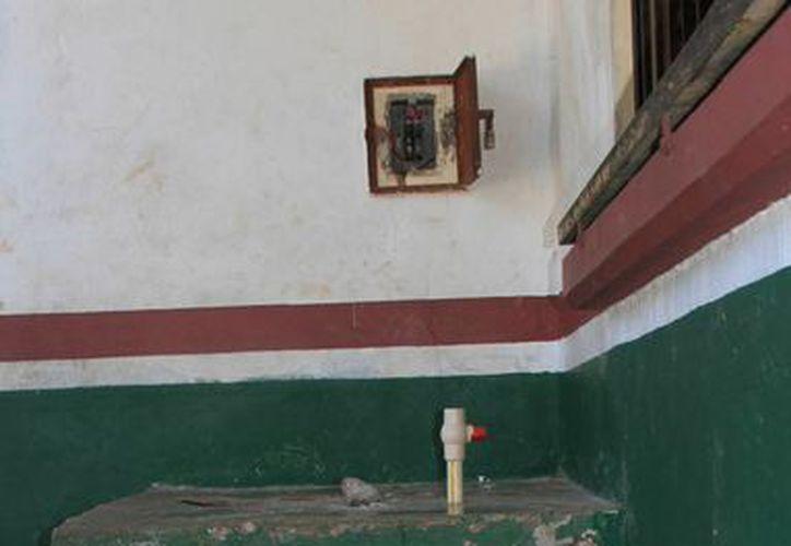 La escuela primaria Fidel Velázquez fue víctima de la delincuencia. (Ángel Castilla/SIPSE)