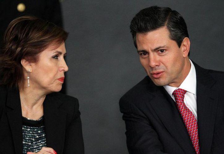 La Cruzada contra el Hambre se lanzó el 21 de enero pasado. En la imagen, la titular de Sedesol, Rosario Robles, y el Presidente. (Notimex)
