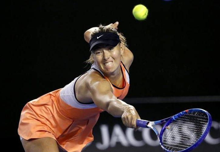 La tenista Maria Sharapova dio positivo en un control realizado en el Abierto de Australia, por lo que la ITF será suspendida provisionalmente a partir del 12 de marzo. (Archivo AP)