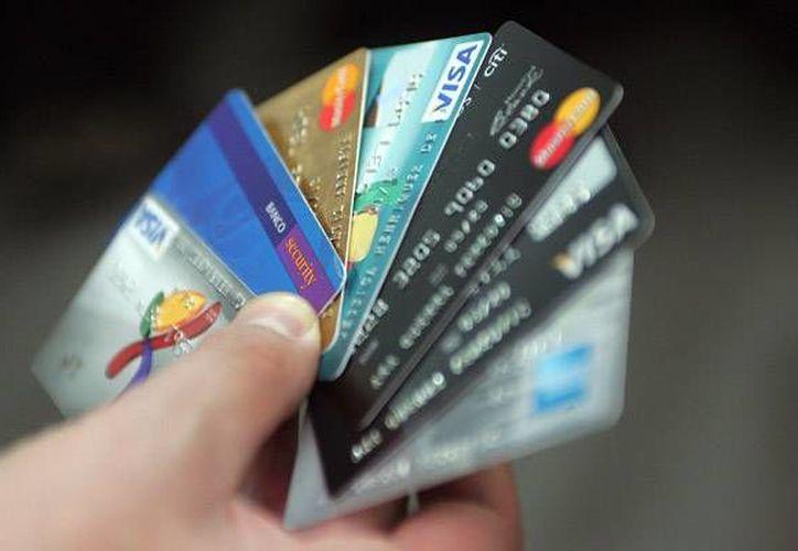 En las vacaciones de verano suelen aumentar los problemas relacionados con tarjetas bancarias. (emol.com)