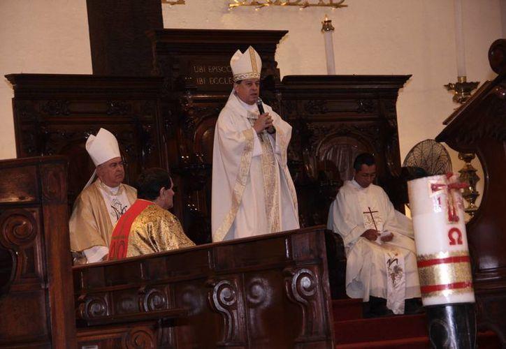 En el marco de la misa del Arzobispo Gustavo Rodríguez para celebrar la fundación de Mérida, Monseñor invitó a reflexionar sobre los cambios que la ciudad experimenta. (Fotos: Jorge Acosta/SIPSE)