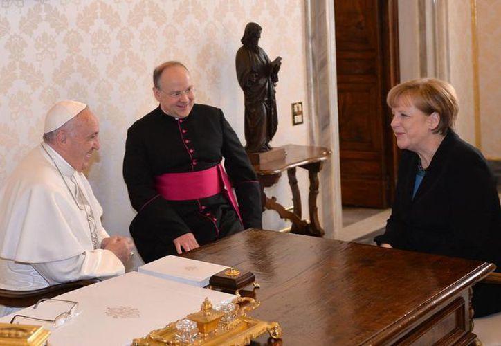Audiencia privada del Papa Francisco con la canciller alemana Angela Markel, que se reunió por segunda vez con el Santo Padre desde que este asumió como máximo líder católico. (Foto: AP)
