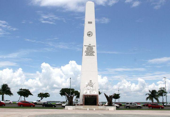 Con esta acción, se antepuso el contexto histórico del monumento, que empezó con la construcción de la Explanada de la Bandera. (Joel Zamora/SIPSE)