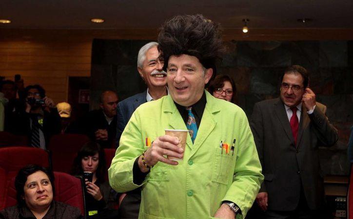 Paul Zaloom participó en el aniversario del Instituto de Física de la UNAM. (Notimex)