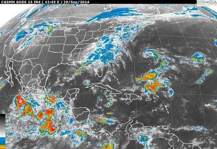 La nueva onda tropical número 33 en el occidente del Mar Caribe, ocasionará lluvias fuertes sobre el oriente de la Península de Yucatán. (Redacción/SIPSE)