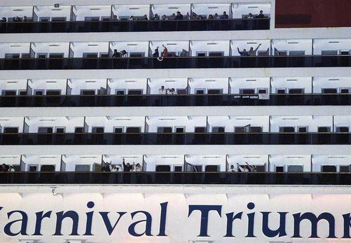 Los pasajeros viajaron durante cinco días  bajo condiciones deprimentes en el averiado barco Carnival Triumph. (Archivo/Reuters)