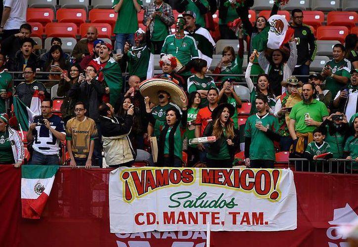 El grito que realizan los aficionados de la selección mexicana cada vez que el portero visitante despeja le ha generado conflictos a la FMF. (facebook.com/MiSeleccionMX)