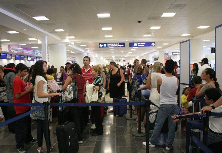 La terminal aérea internacional de Cancún mueve a 75% de los turistas europeos que llegan vía aérea a México. (Jesús Tijerina/SIPSE)
