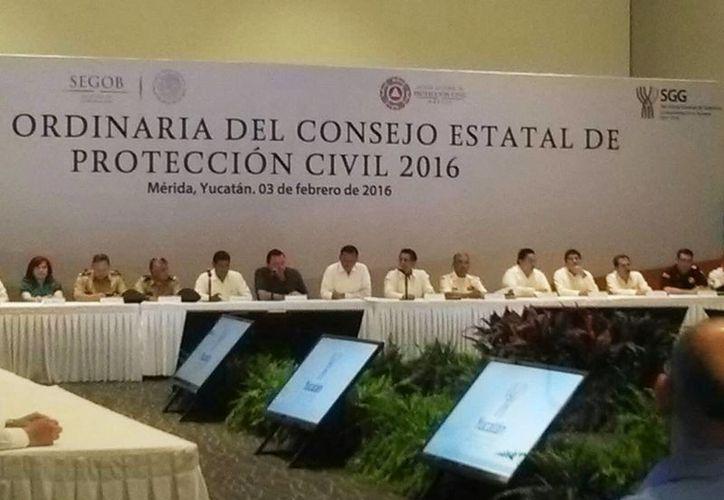 Imagen de la Sesión del Consejo de Protección Civil que se realizó hoy miércoles por la mañana en el Centro de Convenciones Yucatán Siglo XXI. (José Acosta/SIPSE)